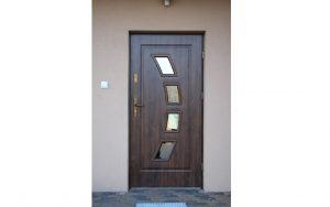 Drzwi zewnętrzne wejściowe z przeszkleniami - Nowoczesny Dom Chodzież